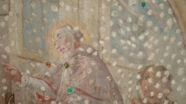 Odvzdušňovací kanál, na kterém začali řemeslníci pracovat teprve nedávno, by měl šenovskému kostelu pomoci především od vlhkosti, která škodí také fresce svatého Martina.