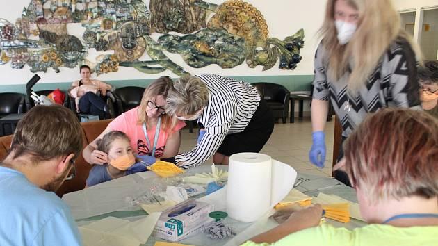 Šití roušek v Sanatoriích Klimkovice