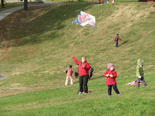 Drakiádu v HEIparku si o víkendu užívali dospělí i děti.