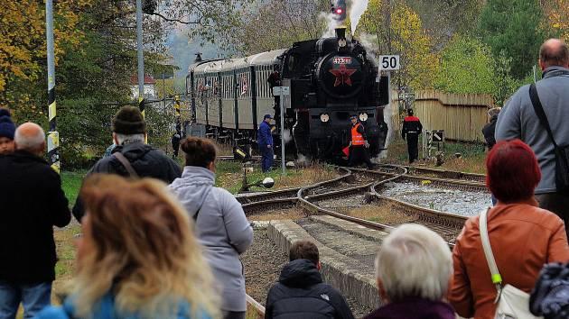 V Odrách byl o příjezd historického vlaku velký zájem.