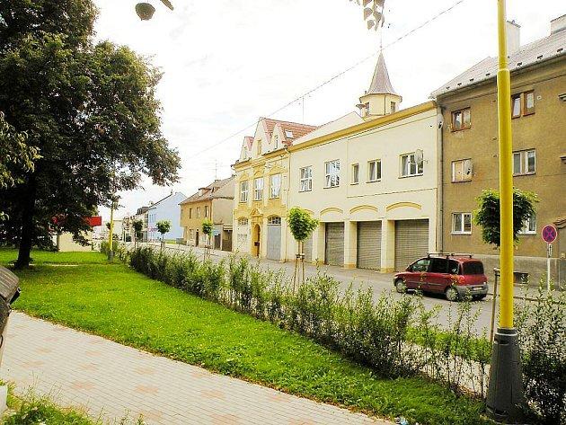 Ve zděné budově sídlí sbor dobrovolných hasičů dodnes. Kromě nich tam však mají základu také profesionálové Hasiského záchranného sboru Moravskoslezského kraje.