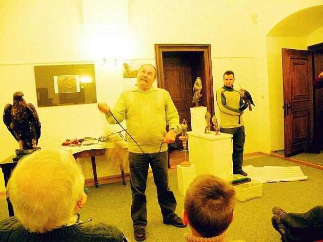 Ivo Otáhal předvedl návštěvníkům, jak se pracuje s vábničkou.