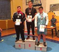 Tichavský zápasník Václav Petr (vpravo) přivezl z mistrovství ČR, které hostily Teplice, bronzovou medaili.