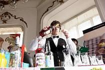 Sedmatřicet mladých barmanů z celé republikyse ve středu zúčastnilo barmanské soiutěže v novojičínském hotelu Praha.
