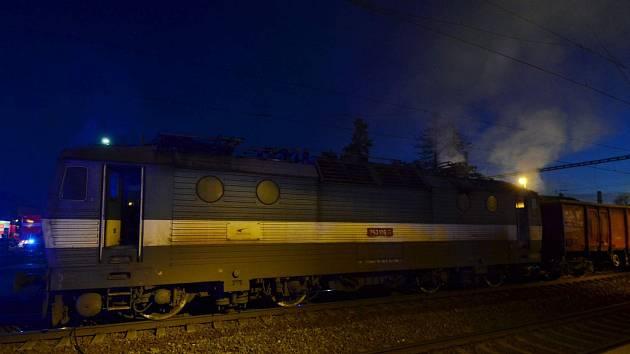 Zásah hasičů u požáru slovenské lokomotivy ve Studénce.