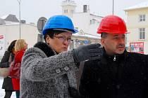 Na snímku starostka Frenštátu pod Radhoštěm Zdeňka Leščišinová s ministrem průmyslu a obchodu Martinem Kubou.