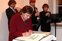 Marie Hrnčířová se stala devatenáctou držitelkou Ceny svatého Martina. Svůj život zasvětila folklóru.