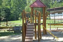 Děti z Nového Jičína dostaly prázdninový dárek, a to v podobě rekonstruovaného dětského hřiště na Skalkách.