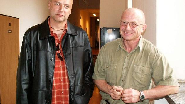 Bývalému policistovi Zdeňkovi Bulavovi (vpravo) krajský soud potrvdil trest.