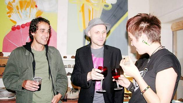 Krnovské výtvarkyně Mary Jankowá a Anna Stramová přijaly pozvání vystavovat v novojičínské galerii Hlavolam Hanze Kroupy.