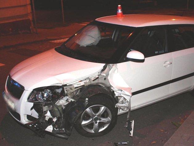Řidič v Novém Jičíně se při průjezdu zatáčkou střetl se sloupem veřejného osvětlení.