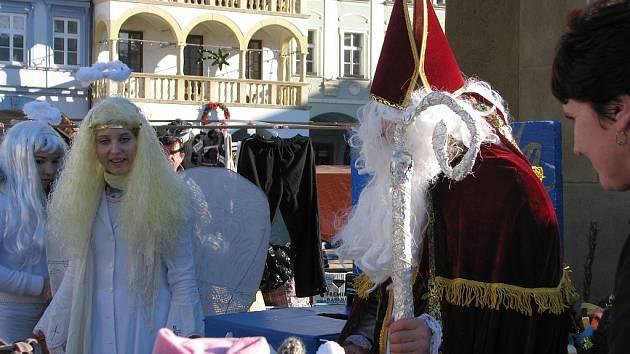 Mikuláš, čert ani anděl nechyběli v pátek na novojičínském náměstí.