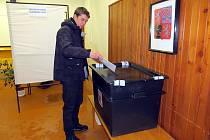 Své právo volit využil Petr Holiš poprvé až při prezidentské volbě.