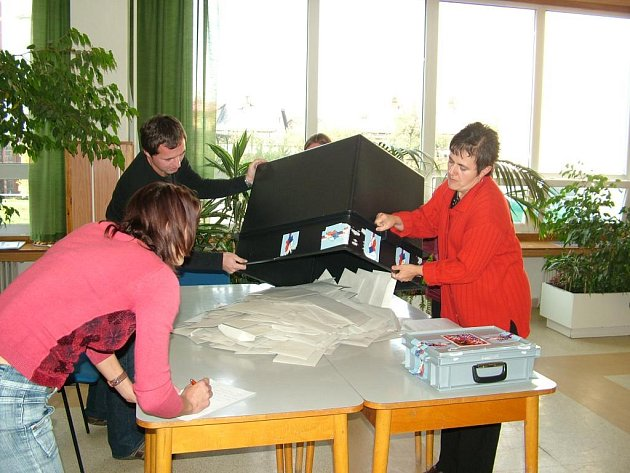 V pátek v Odrách a sedmi okolních obcích začnou doplňovací volby do Senátu.