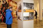 Výstava Nemohli jsme mlčet je od úterý 14. května k vidění ve foyer Beskydského divadla v Novém Jičíně.