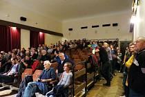 Novou cementárnu lidé ve Štramberku nechtějí. Většina těch, co přišli na veřejné projednání záměru, to dali jasně najevo.