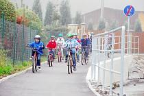 První etapa cyklostezky v Bílovci-Staré Vsi byla slavnostně otevřena v říjnu 2010. Novou trasu okamžitě vyzkoušely děti z tamní základní školy. Do konce letošního roku by mělo stát její pokračování.