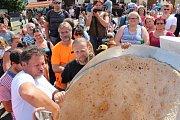 Lidé ve Štramberku viděli, jak se peče velké ucho.