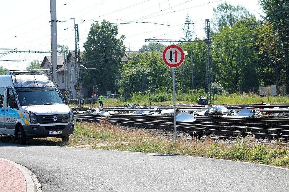 Při srážce Pendolina s návěsem kamionu zemřeli tři lidé.