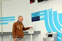 PO ZVOLENÍ určité agendy vyjede žadatelům lístek, podle kterého poznají, kdy jsou na řadě.