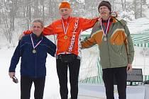 Biatlonový závod se v Tísku vydařil. Na snímku jsou tři nejlep- ší závodníci v kategorii nad 60 let.