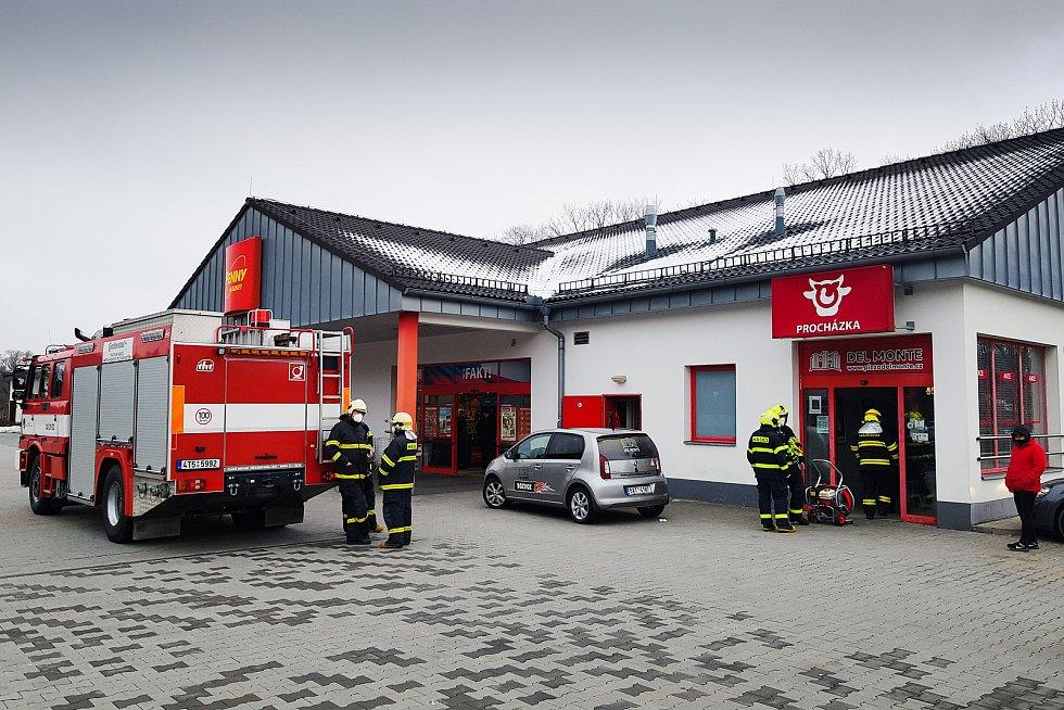 Požár pece v pizzerii Del Monte v objektu Penny marketu, 17. dubna 2021 ve Frenštátě pod Radhoštěm.