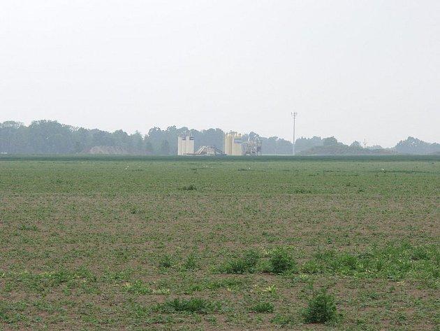 Do dvou let by na polích u Bravantic, po pravé straně současné silnice, vedoucí z Bílovce na Ostravu, měly stát první haly, určené lehkému průmyslu. Dnes je v těch místech vidět pouze mobilní betonárka.