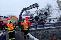Zásah hasičů u nehody v Lichnově.