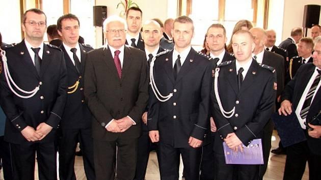 Ocenění hasiči, zdravotničtí záchranáři a policisté z Moravskoslezského kraje.