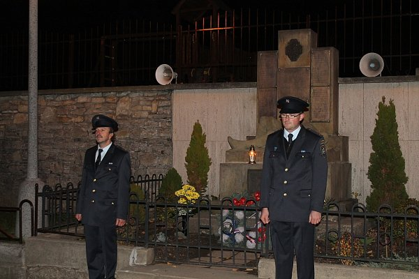 Slavnostním shromážděním a lampionovým průvodem si obyvatelé Libhoště připomněli vpátek navečer 94.výročí vzniku Československé republiky.