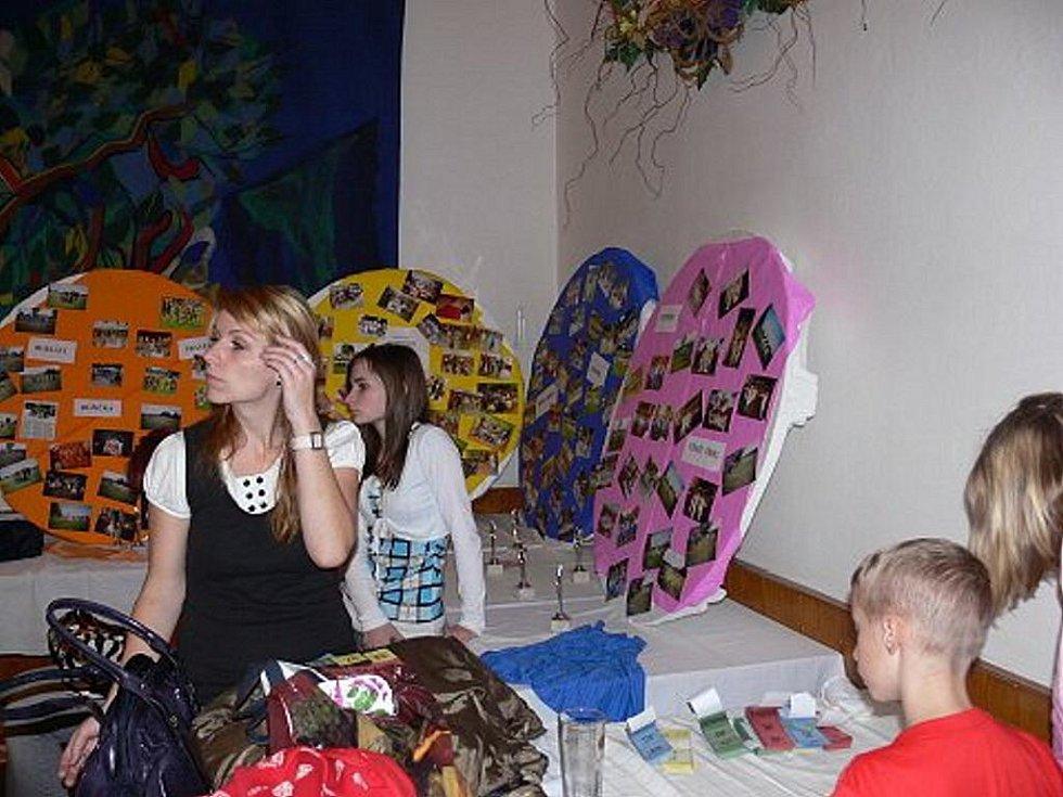 Taneční soubor Lentilky z Mankovic uspořádal 20. listopadu 2009 v tamním kulturním domě Lentiláckou supershow, které se zúčastnily taneční soubory z okolí.