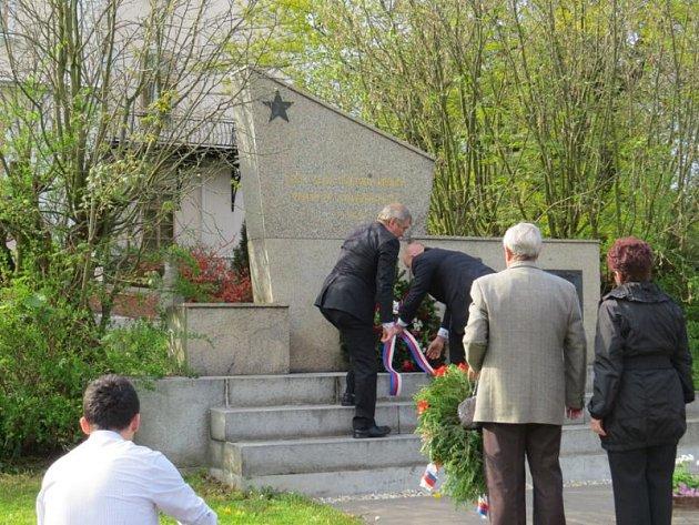 Několika akcemi si ve Studénce v sobotu 2. května připomněli 70. výročí ukončení druhé světové války. Vedení města nejprve položilo věnce u pomníků ve Studénce-Butovicích a v zámecké zahradě.