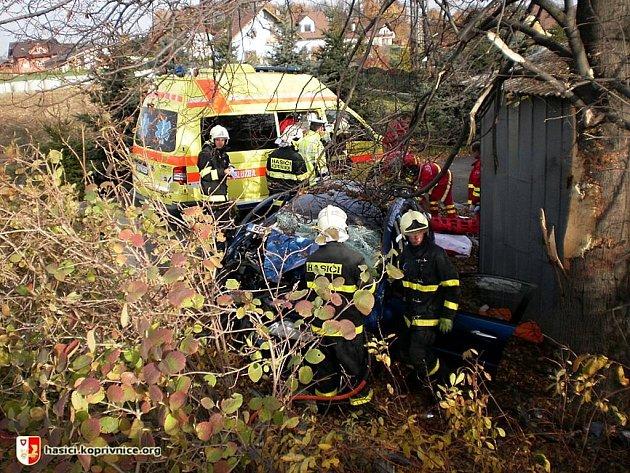 Na silnici II/480 v Lubině havarovalo osobní auto mimo vozovku.