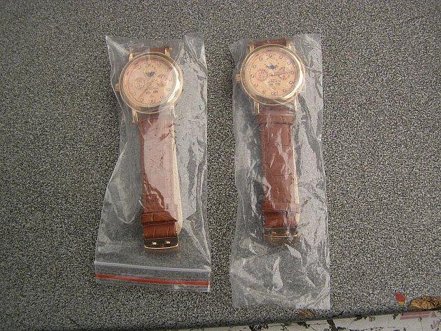 Luxusní hodinky ukryté v hračkách odalili celníci na Letišti Leoše Janáčka Ostrava na konci dubna.