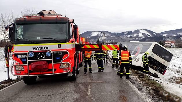 Nehoda autobusu v Trojanovicích.