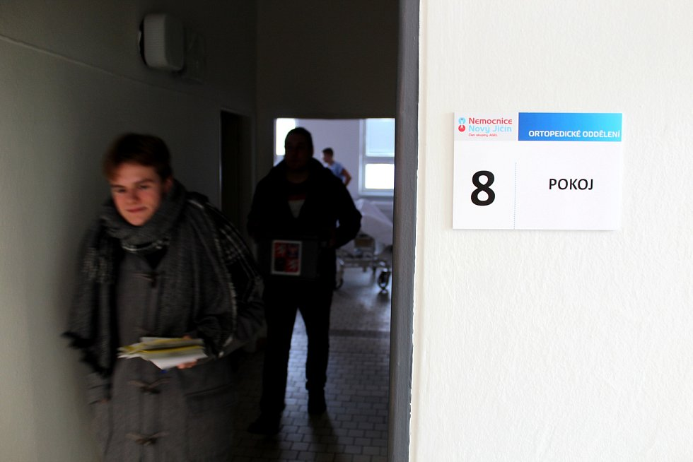 Dvanáct pacientů využilo v pátek 26. ledna možnost  hlasovat v druhém kole prezidentských voleb v Nemocnici Nový Jičín.