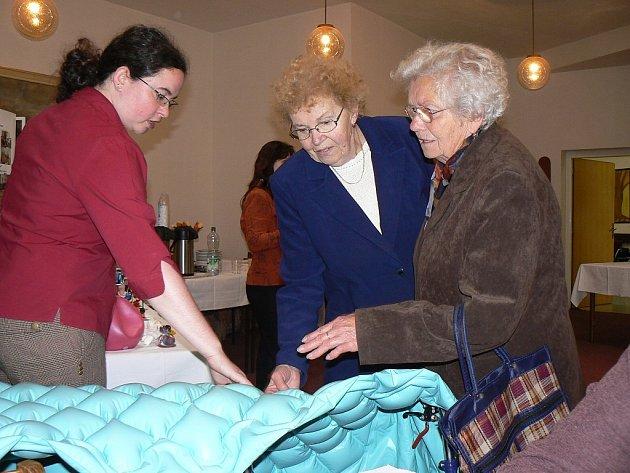 Součástí Dne sociálních služeb byla také výstava různých zdravotních pomůcek.
