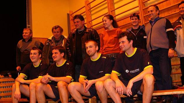 Stolní tenisté TJ Studénka slaví, podařilo se jim pro město vybojovat třetí ligu stolního tenisu.