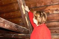Více než milion a půl bude stát oprava střechy budovy Římskokatolické farnosti v Novém Jičíně.