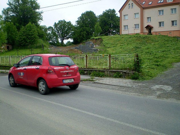 Neutěšený stav přerušené práce na přeložce v Suchdole nad Odrou.