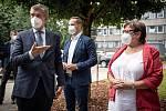 Premiér Andrej Babiš a hlavní hygienička Pavla Švrčinová při návštěvě Zdravotního ústavu v Ostravě, 15. července 2021.