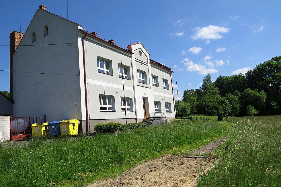 Školu v Trnávce navštěvují místní děti i děti z Kateřinic.
