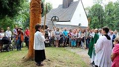 Sochy svaté Katřiny a svatého Kryštofa posvětil novojičínský farář Alois Peroutka. Poté požehnal dopravním prostředkům.