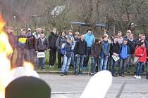 Slavnostní nástup. Snímek zachycuje nástup škol při loňském zahájení soutěže.