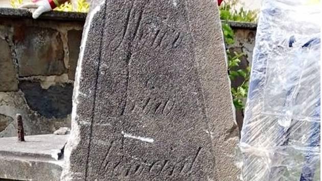 NahrobníÍ kámen Susany Leicherové bude také součástí lapidária v areálu letního kina v Bílovci.
