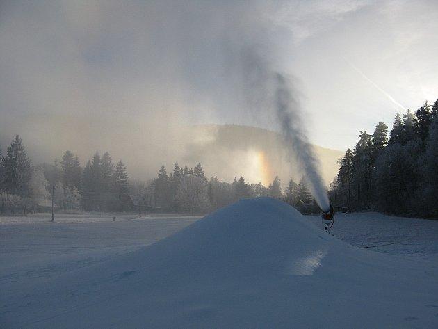 Na většině míst se zasněžuje technickým sněhem.