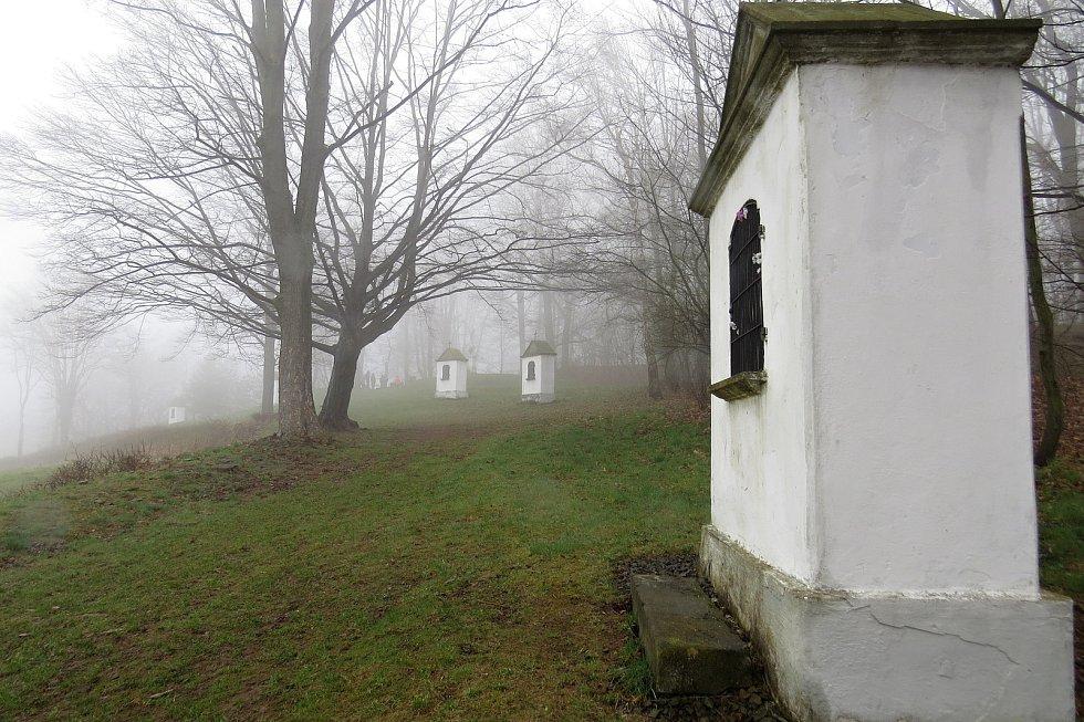 Křížová cesta v Hradci nad Moravicí.