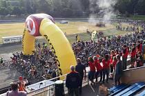Na startu se na letním stadionu Emila Zátopka v Kopřivnici sešlo 587 statečných, které neodradila nejistá předpověď počasí.