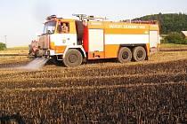 Rozsáhlý požár pole vzrostlého ječmene likvidovali ve čtvrtek 3. července hasiči ve Vlkovicích, místní částí Fulneku.