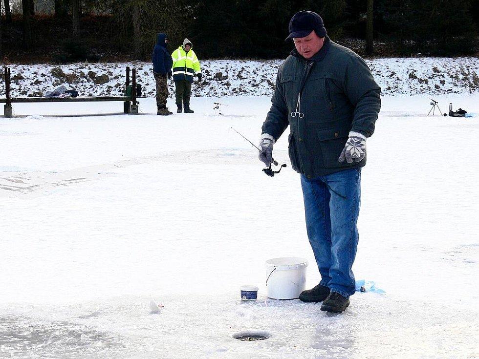 Lov na dírku si mohli vyzkoušet v sobotu a neděli 5. února rybáři, kteří dorazili na Borovecké rybníky u Sedlnice.
